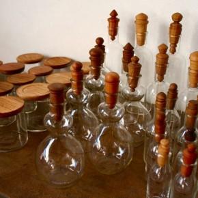 ガラスの蓋物と瓶