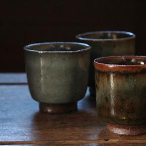 八田亨さんのぶどう灰釉の湯呑み