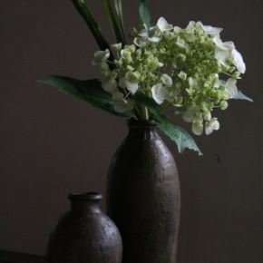 稲吉善光さんの鉄釉の花器